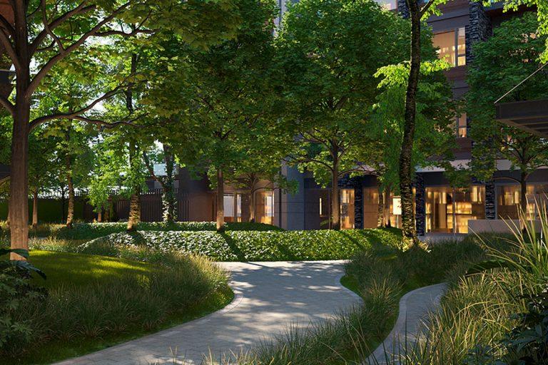 Jardín central con áreas de descanso